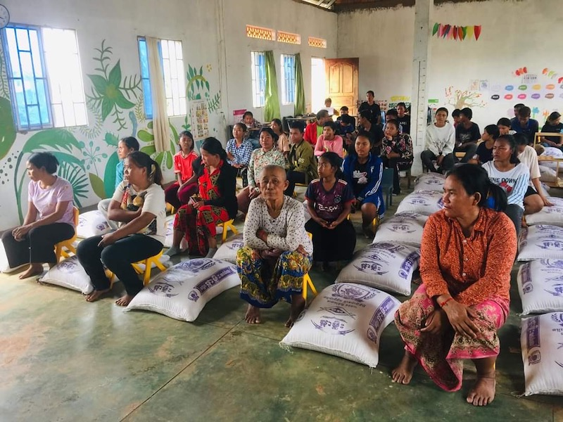 Second distribution of food to Cambodian children's families in need